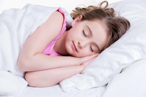 子供 寝る 女の子 ベッド 布団