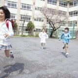 小学生 高学年 下校 放課後 帰る ランドセル 走る
