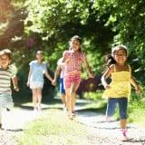 4歳 子供 走る 友達 公園 外