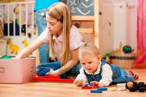 保育園 遊ぶ 子供 赤ちゃん