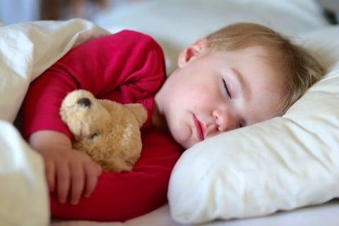 子供 寝る 昼寝 男の子
