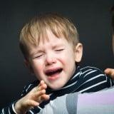 子供 泣く 夜泣き 泣き叫ぶ 親子
