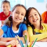 子供 小学生 女の子 勉強 友達