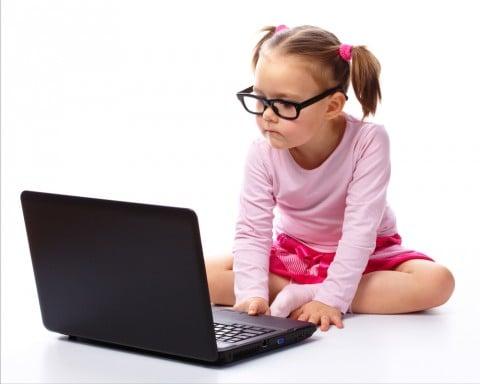 勉強 女の子 パソコン メガネ