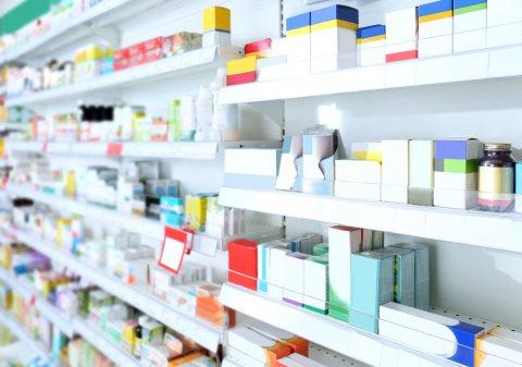 薬局 買い物 棚 薬