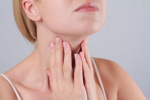 女性 喉 甲状腺