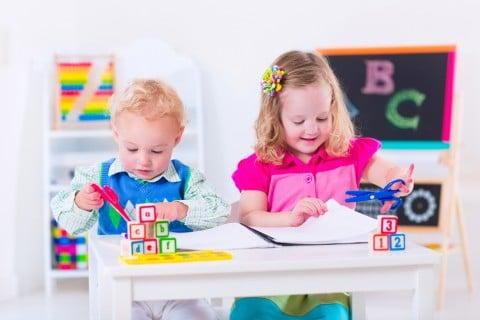 赤ちゃん 子供 お絵かき 遊び 保育園