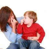 親子 臭い 鼻つまむ 男の子 ママ