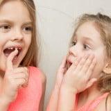 乳歯 抜ける 揺れる 姉妹 子供 女の子
