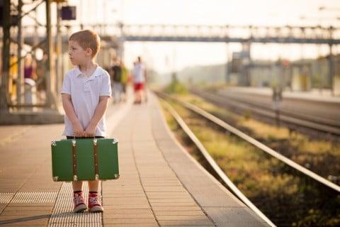 子供 旅行 ホーム お出かけ ポロシャツ 男の子 バッグ 旅 線路