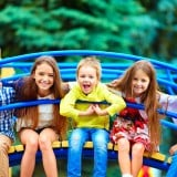 子供 外 公園 夏休み