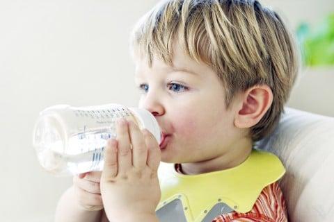 子供 哺乳瓶 男の子