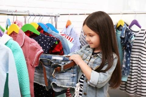女の子 服 選ぶ ショートパンツ 買い物 ショッピング