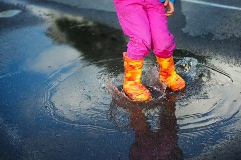 雨 お出かけ 子供 長靴 レインブーツ 水たまり