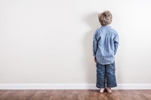 男の子 後ろ 少年 子供 孤独