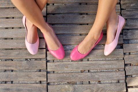 女性 靴 パンプス フラットシューズ 足