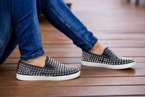 女性 靴 スリッポン 足
