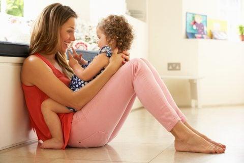赤ちゃん ママ 子供 親子 膝 遊び ふれあい 遊び