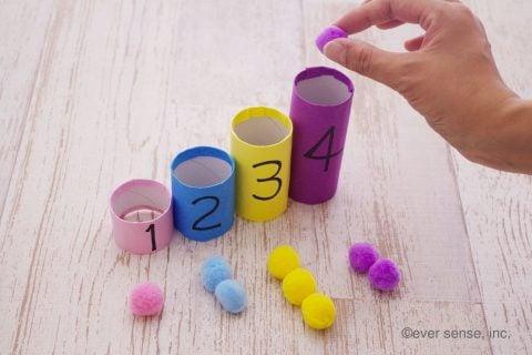 トイレットペーパーの芯 手作り おもちゃ ポンポン数遊び
