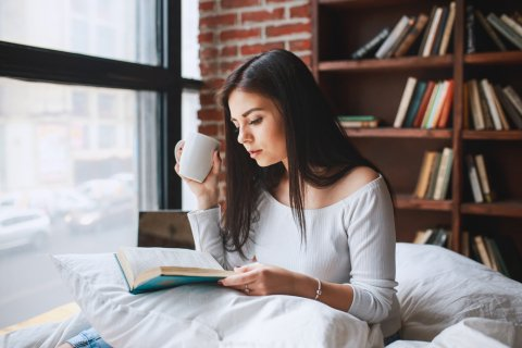 本 読書 女性 雑誌 休憩 ひといき