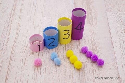 トイレットペーパーの芯 手作り おもちゃ ポンポン数遊び 作り方2