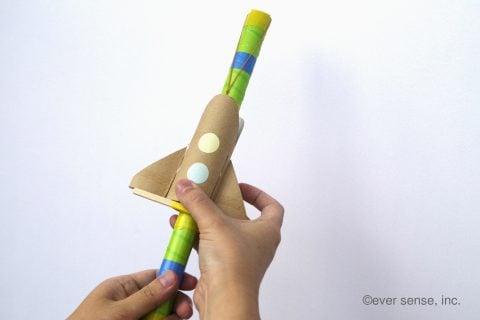 新聞紙 簡単工作 幼児向け おもちゃ 手作り 新聞紙で作るロケット