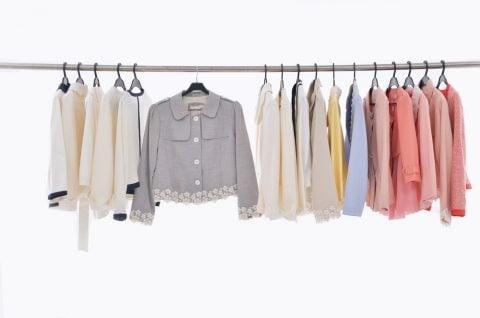 女性 スーツ クローゼット