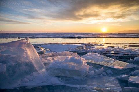 冬 湖 氷