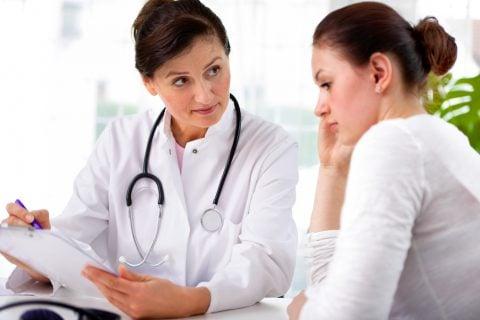 女性 医師 医者 診断 病院 診察