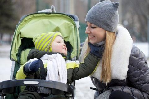 ベビーカー ママ 赤ちゃん 冬 防寒 親子