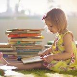 女の子 本 読書 勉強 ワンピース
