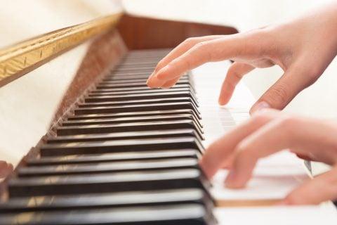ピアノ 手
