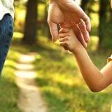 親子 子供 手 つなぐ コミュニケーション