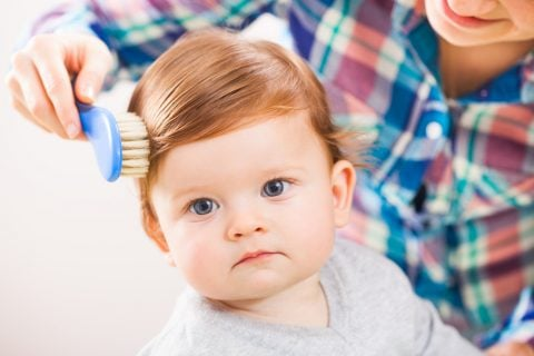 赤ちゃん 髪の毛 ブラシ 散髪
