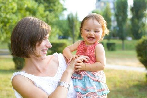 ママ 赤ちゃん 女の子 笑顔