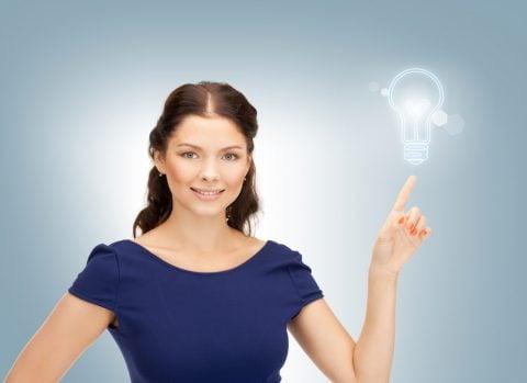 女性 ひらめき 解決 アイデア 豆電球