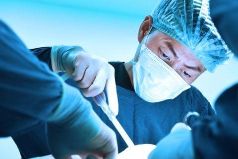 男性 医師 病院 手術 オペ
