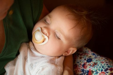 赤ちゃん おしゃぶり 寝かしつけ