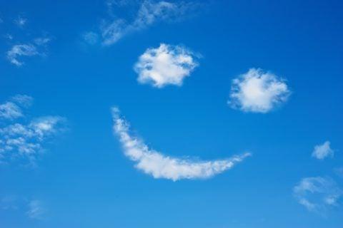青空 雲 快晴 スマイル
