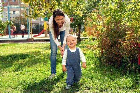 ママ 赤ちゃん 子供 公園