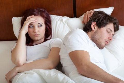 夫婦 カップル ベッド 不妊