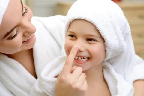 親子 ママ 女の子 お風呂あがり スキンケア 保湿