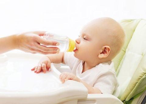 赤ちゃん 水分補給 水