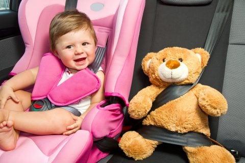 赤ちゃん 車 ドライブ チャイルドシート ぬいぐるみ