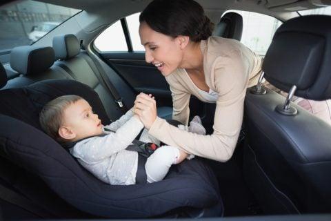 赤ちゃん ママ 車 ドライブ チャイルドシート