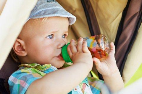 赤ちゃん 哺乳瓶 ベビーカードリンク