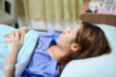 病院 病室 ベッド 患者