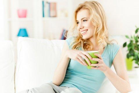 女性 飲み物 紅茶 リラックス