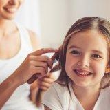 女の子 ヘアアレンジ 髪型 ママ 笑顔