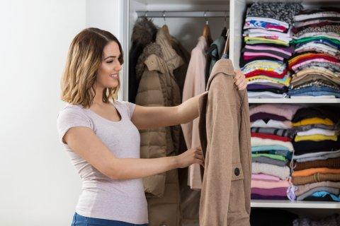 女性 服 選ぶ クローゼット